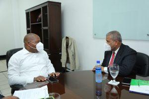 Ministro del MAP visita director Inposdom por casos de empleados desvinculados