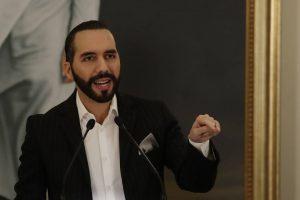 Señalan a Bukele de romper compromiso de no perseguir críticos en El Salvador