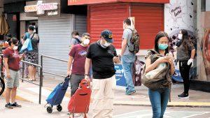 Perú exigirá cartilla de vacunación completa a viajeros que ingresen al país