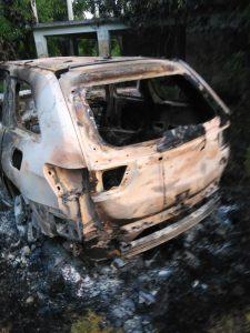 Hallan cuerpos calcinados de tres hombres en un vehículo en SPM; presumen habrían sido acribillados