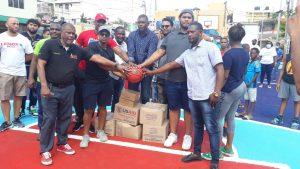 Nelson Fulcar entrega como nueva cancha de baloncesto de Los Guaricanos Centro