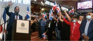 """""""Hablar de dominicanidad es algo sublime"""" exclamó cónsul en NY al juramentar cientos de nuevos ciudadanos junto a Abinaderen el Alto Manhattan"""