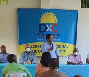 """Partido Dominicanos por el Cambio (DXC) muestra su """"músculo"""" en municipio de Los Alcarrizos; juramenta nuevos miembros"""