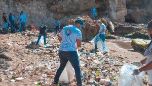 Ministerio de la Juventud participa en jornada de limpieza de playas
