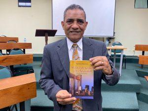 Alfredo Espinosa pone a circular poemario del atentado 11 de septiembre