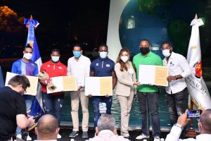 (VIDEO) Ayuntamiento del DN reconoce atletas que ganaron medallas en JJOO de Tokio