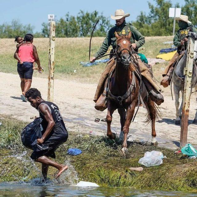 No es una escena de película de esclavitud, son haitianos tratados a  latigazos por Policía Fronteriza EE.UU.