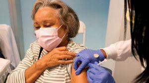 EEUU aprueba la tercera dosis de Pfizer para mayores de 65 años y otros casos