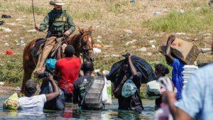 EE.UU. deja de usar caballos para patrullar el cruce de haitianos en frontera