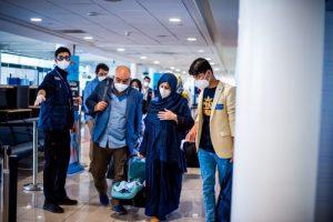 Llega a Chile grupo de 15 afganos que huyó del régimen talibán