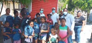 Compañía minera dona útiles escolares a niños de la Descubierta