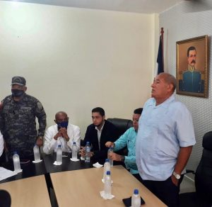 Residentes en comunidad La Otra Banda de Higüey se oponen a construcción de relleno sanitario
