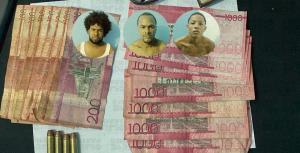 Arrestan a tres hombres en Santiago acusados de asaltar a un comerciante
