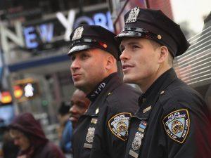 Policía de Nueva York cierra 7 furgones que servían de alojamiento de Airbnb