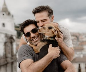 """Roberto Manrique presenta a su """"Familia de tres""""; dice estar agradecido de la vida"""