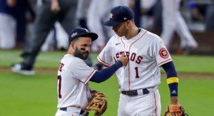 Altuve y Correa se van para la calle y los Astros toman la delantera en la Serie de Campeonato de la Americana