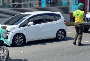 Hombre con aparentes problemas mentales muere arrollado por un carro en el 5to Centenario