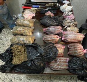 Policía apresa 7 personas, ocupa dinero, drogas y armas durante allanamientos en SDO