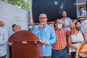 Paliza juramenta en el PRM al alcalde del PLD municipio Sabana Larga de Ocoa
