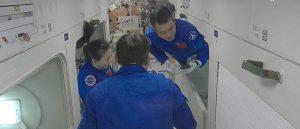 La tripulación de Shenzhou-13 accede a módulo de carga de estación espacial
