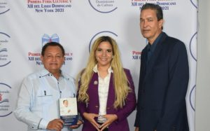 """Presentan libro """"Graduado con Honores en la Universidad de la Vida"""""""