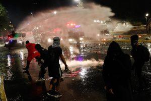 Un muerto en un intento de saqueo en el aniversario de las protestas en Chile