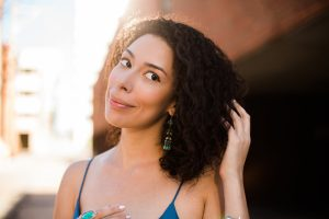 Melisa Bonetti una cantante de ópera dominicana que escucha y baila Dembow, merengue y salsa