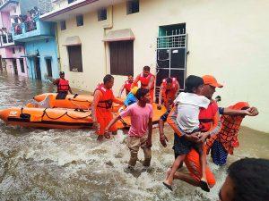 Las intensas lluvias dejan más de 130 muertos en la India y Nepal