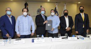 Miderec, comisionado de béisbol y Grandes Ligas firman acuerdo para construcción de 30 estadios