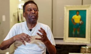 """Pelé reaparece en su 81 cumpleaños y asegura que cada vez está """"más joven"""""""