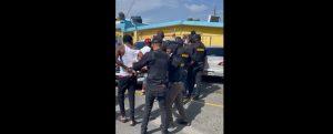 (VIDEO) DNCD apresa varias personas en Herrera; les incauta sustancias controladas