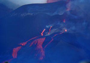 Los últimos derrames del volcán ensanchan la colada parada en La Laguna y se reactivan las otras