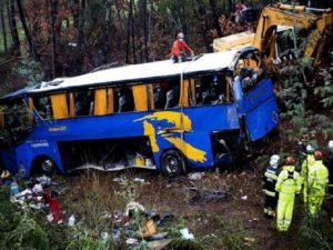 Una colisión de tráfico en Coimbra causa un muerto y 15 heridos, 13 italianos