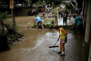 Un fuerte temporal deja daños en casi un millar de casas en el sur de Brasil