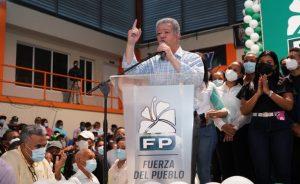 Leonel juramenta 2,924 nuevos miembros en la Fuerza del Pueblo en San Cristóbal ; dice representa mejores intereses del país