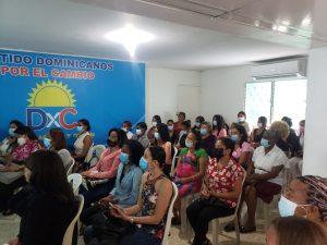 Partido Dominicanos por el Cambio ofrece charla para crear conciencia sobre cáncer de mama en SDE