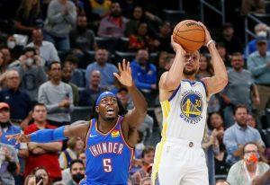 (VIDEO) Curry y Wiggins alargan a 4-0 el invicto de Warriors