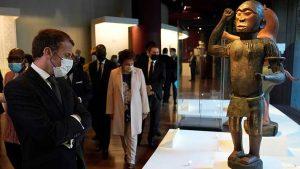 Macron encabeza la simbólica devolución de 26 obras robadas a Benín